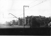 Bahnhof Oberesslingen im Mai 1946 mit der Papierpressenfabrik Fritz Müller. An der Fassade ist noch die Tarnfarbe zu sehen.