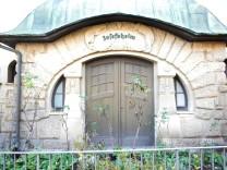 Jugenstilfassade des Josefsheims in der Kniebisstraße. Für den Osten wurde hier eine Luftschutzrettungsstelle geschaffen.